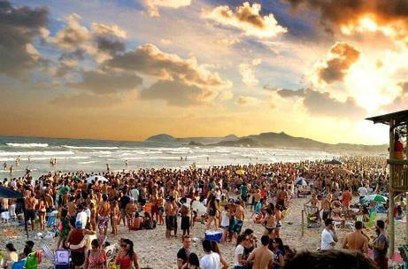 Carnaval Ferrugem – Foto: www.felitrips.com.br