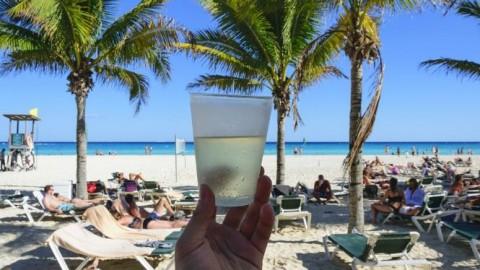 5 Praias que além de lindas têm festas de qualidade