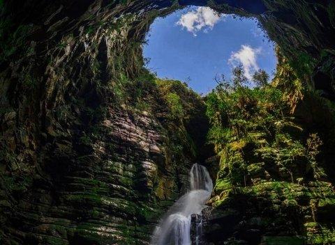 Buraco do Padre: natureza, beleza e cachoeira perto de Curitiba